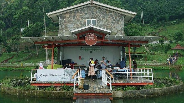 Cafe Tengah Daun di Nirvana Valley Resorts