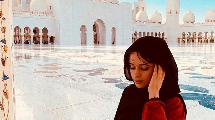 7 Potret Liburan Ala Camila Cabello Kunjungi Roma hingga Abu Dhabi