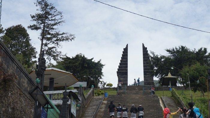 Pemandu Wisata di Karanganyar Antarkan Wisman Makan Pisang Goreng: