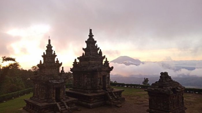 6 Tempat Wisata Instagramable di Bandungan Semarang, Menikmati Sunrise di Candi Gedong Songo
