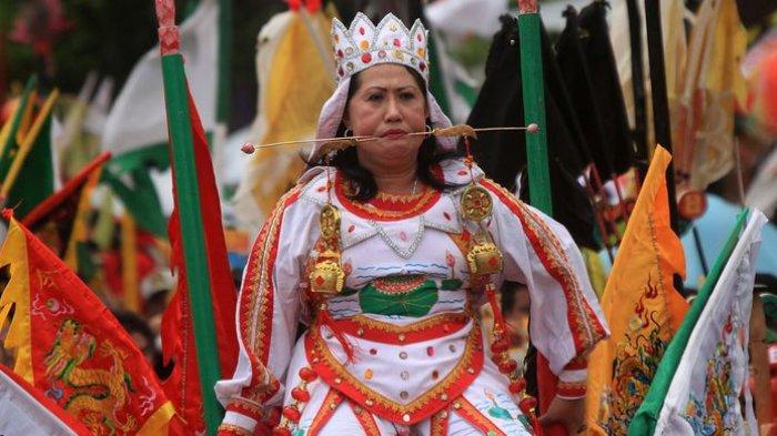 Jadwal dan Rute Pawai Tatung Singkawang saat Perayaan Cap Go Meh 2020, Tradisi Ekstrem Nan Ikonik