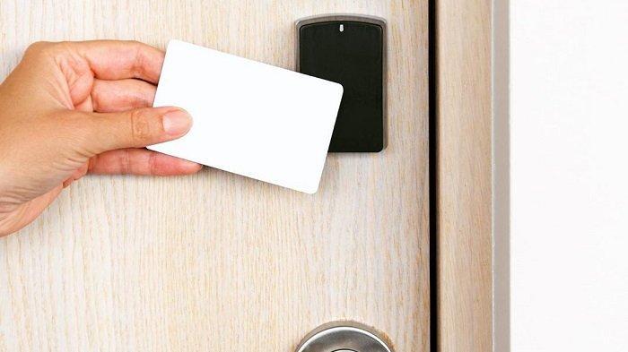 Traveler Wajib Tahu Nih Ini Cara Buka Pintu Kamar Hotel Menggunakan Kartu Tribun Travel