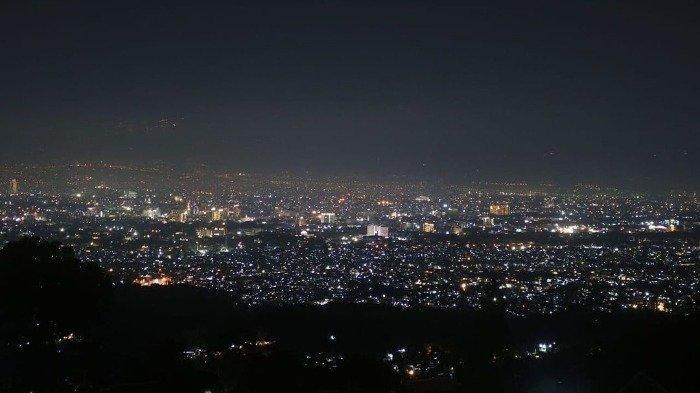 Ingin Nongkrong Romantis dengan View City Lights? Coba Datang ke Caringin Tilu Bandung
