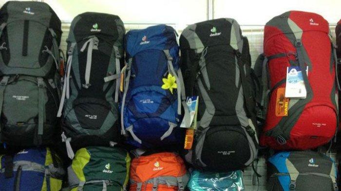 Pendaki Pemula Wajib Tahu, 8 Peralatan Penting yang Harus Dibawa Saat Mendaki Gunung