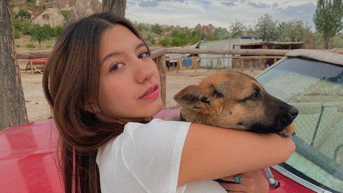 Potret Cassandra Lee saat liburan di Turki.