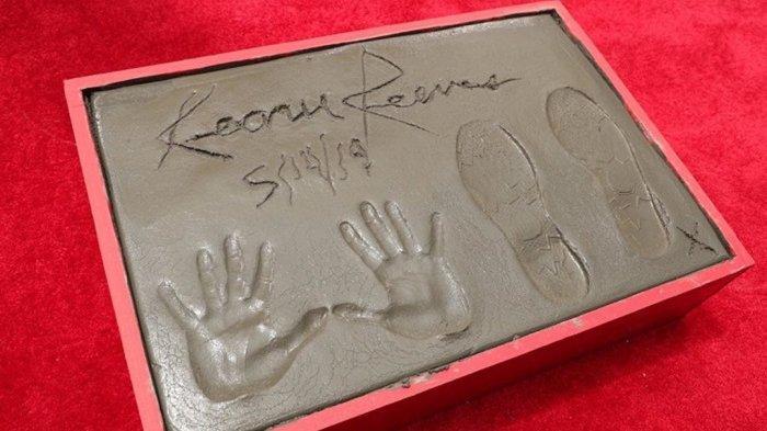 Cetakan Telapak Tangan Aktor John Wick 3 Diabadikan di Sebuah Bioskop di Los Angeles