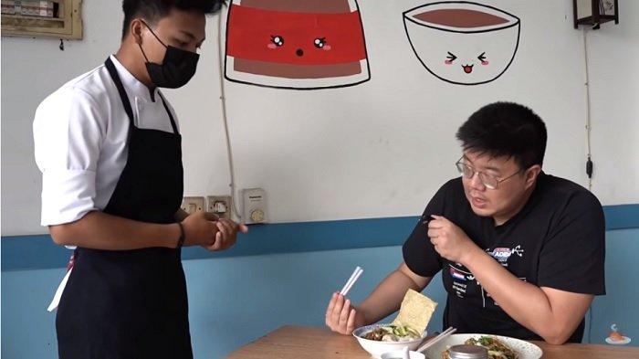 Pernah jadi Chef di Dubai, Pria 21 Tahun Ini Sekarang Jualan Bakmi
