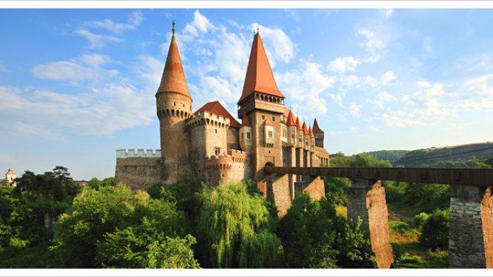Selain Corvin Castle yang Jadi Lokasi Syuting Film The Nun, Inilah 6 Kastil Populer di Rumania