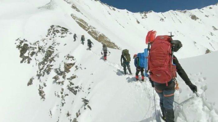 Polisi Temukan Rekaman Terakhir 8 Pendaki yang Tewas Tersapu Longsoran Salju