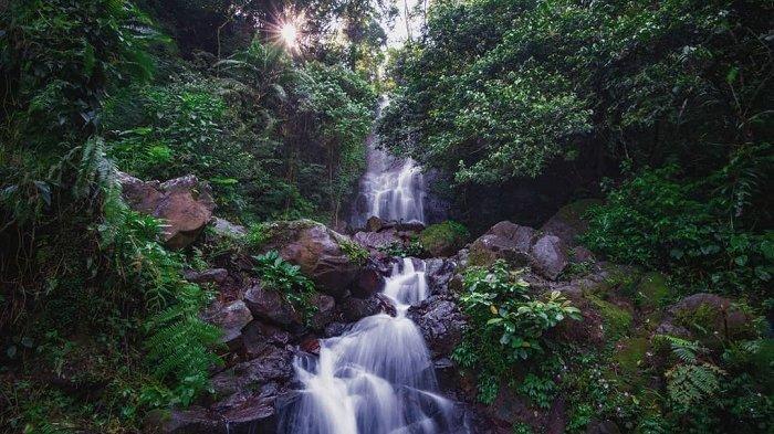 Curug Cilember dengan tujuh air terjun dan pesona alam asri.