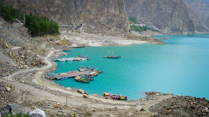 Danau Attabad di Pakistan