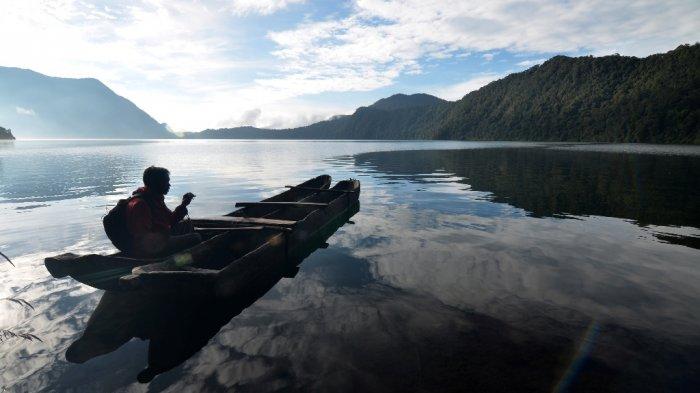Danau Gunung Tujuh - Dikelilingi Tujuh Gunung di Jambi, Inilah Danau Tertinggi di Asia Tenggara