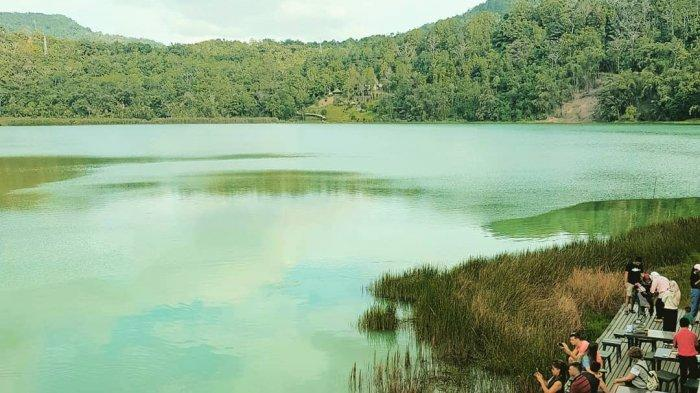 4 Danau di Indonesia Ini Punya Warna yang Unik, Mana Saja ya?