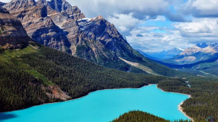 5 Danau Tercantik Ini Buktikan Betapa Menakjubkannya Dunia, Ada Danau Berwujud Kepala Serigala