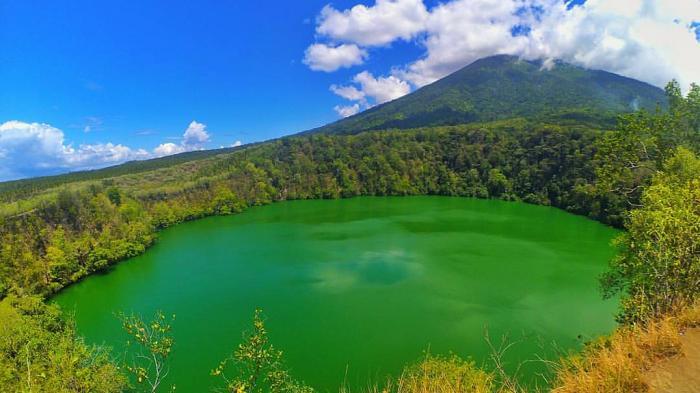 Uniknya Danau Tolire di Ternate yang Penuh Nuansa Mistis