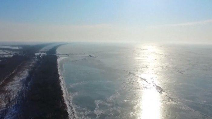 Danau Terluas di Perbatasan China dan Rusia Mulai Membeku