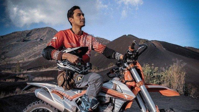 Hobi Offroad, Intip Keseruan Daruis Sinathrya Berpetualang Bareng Motor Trailnya