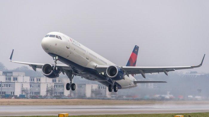 Viral Pramugara Bikin Panik Penumpang, Nekat Mau Buka Pintu saat Pesawat Mengudara