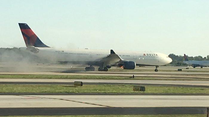 Setelah Southwest Airlines, Kini Ganti Delta Airlines yang Keluarkan Asap Mengepul dari Mesin