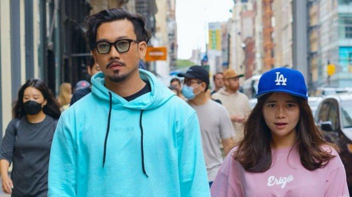 Denny Sumargo dan Istri Joget Bareng di Tengah Jalan Times Square, Sebut Istrinya Bikin Malu
