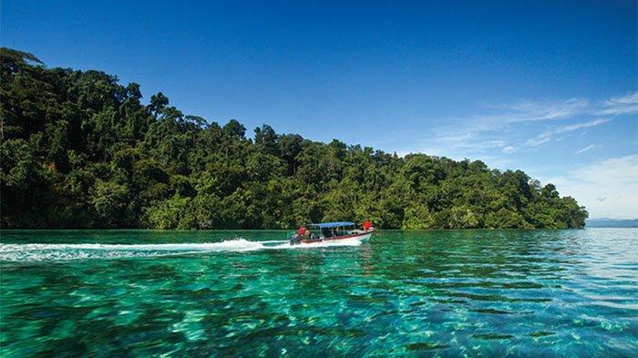 Desa Kwatisore, yang berada di Taman Nasional Teluk Cendrawasih, Nabire, Papua.
