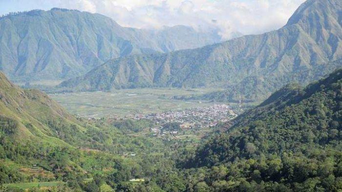 Desa Sembalun di kaki Gunung Rinjani, Kabupaten Lombok Timur, Nusa Tenggara Barat.