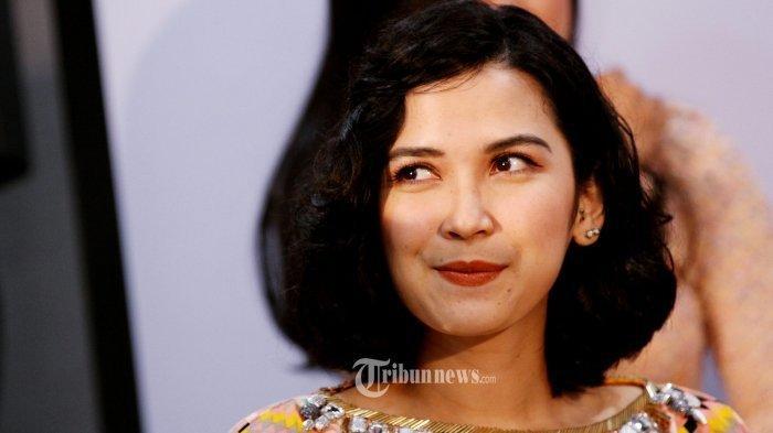 Ngefans BTS, Dinda Kanyadewi Heboh Bawa Patung Suga saat Traveling ke Bali