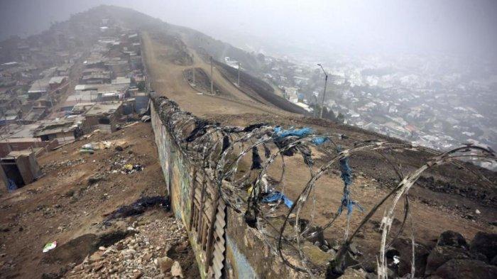 Dinding Pembatas di Peru