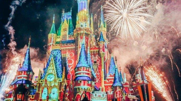 Asyik! Disneyland Hadirkan Kembali Pertunjukan Kembang Api pada Juli 2021