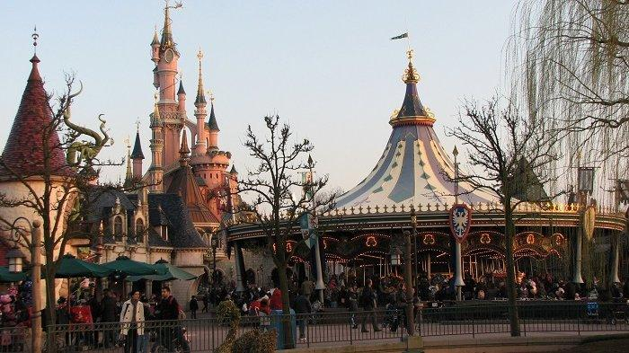 Pembukaan Kembali Disneyland Paris Bakal Ditunda hingga April 2021