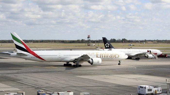 Maskapai penerbangan Emirates dari Dubai, Uni Emirat Arab mendarat di Bandara John F Kennedy.