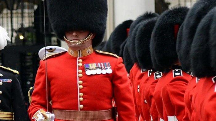 7 Fakta Unik Penjaga Istana Inggris, Dilarang ke Toilet saat Jaga hingga Didenda jika Tertawa