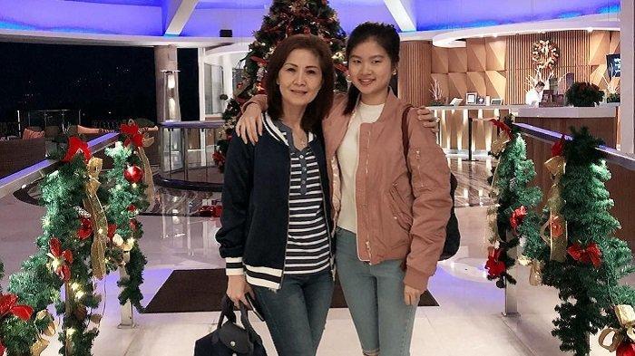 Felicia Tissue dan Ibunda Kompak Kenakan Kebaya Putih saat Hari Kartini, Intip Fotonya