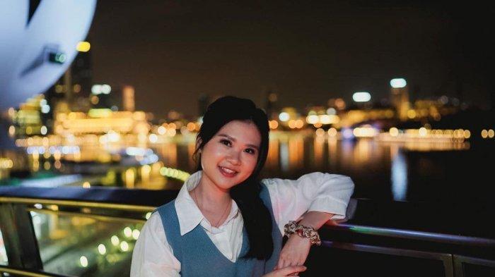 Felicia Tissue Kembali Aktif di IG, Intip 4 Potret Jalan-jalannya di Singapura