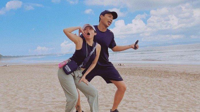 Potret mesra Fendy Chow dan Stella Cornelia saat liburan di Bali.