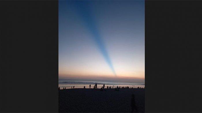 Viral Matahari Tenggelam di Bali Disertai Garis Biru Seperti Membelah Langit, Ini Penjelasan BMKG