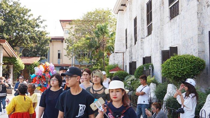Wisatawan di Basilica del Santo Nino, Cebu, Filipina.