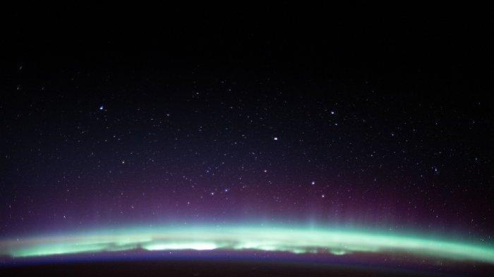 Melihat Indahnya Foto Hasil Tangkapan ISS saat Bumi Bermahkota Aurora