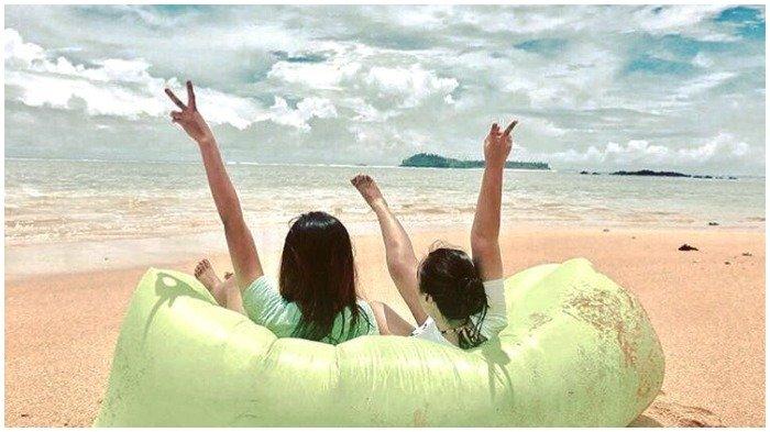 Foto liburan di pantai yang diunggah di Instagram