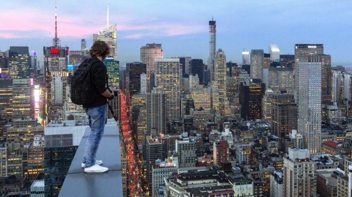 Abadikan New York Dari Puncak Gedung Pencakar Langit Fotografer Ini