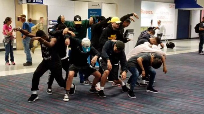 Penerbangan Delay 6 Jam, Penumpang Kelelahan & Marah, Grup Dance Ini Hibur dengan Aksi Memukau