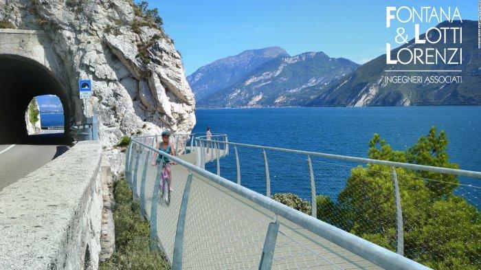Tak Kalah dari China, Jalur Sepeda Terapung di Atas Danau Italia Ini Juga Punya Pemandangan Super