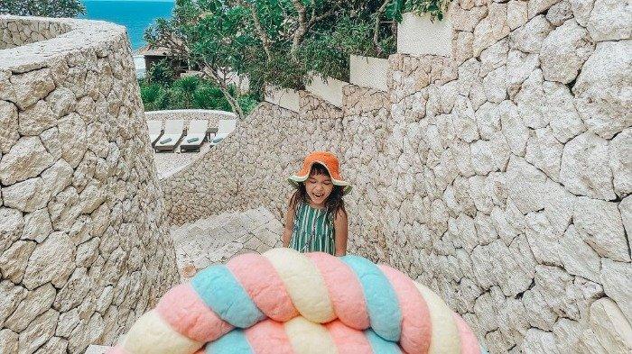 Momen seru Gempita saat liburan ke Bali.