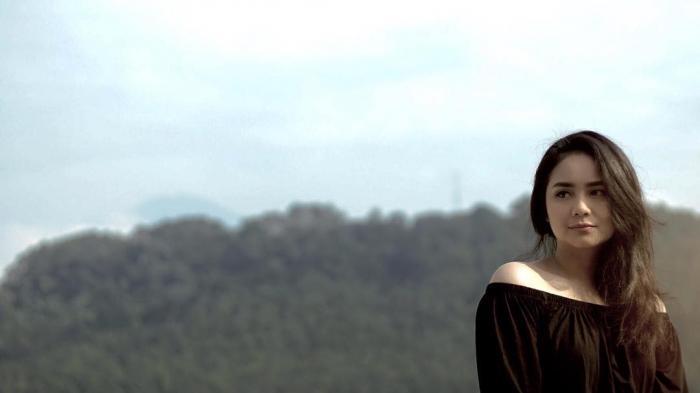 Gita Gutawa - Pose Seperti Ini, Penyanyi Cantik Ini Ditanya Rencana Nikah Muda