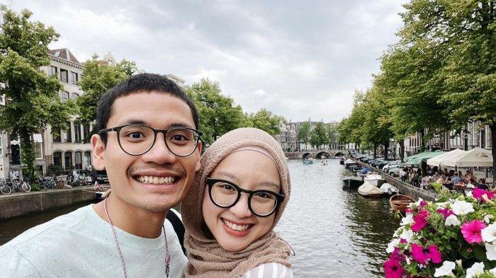 Potret kemesraan Gita Savitri dan Paul saat liburan ke Belanda.