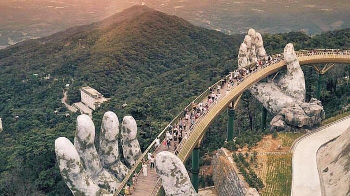 Mengenal Golden Bridge Vietnam, Jembatan yang Ditopang Tangan Raksasa dengan Pemandangan Mengagumkan