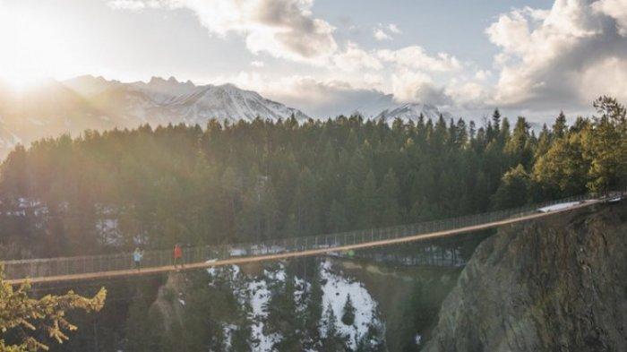 516 Arouca Bridge, Jembatan Gantung Teranjang di Dunia Resmi Dibuka, Berani Coba?