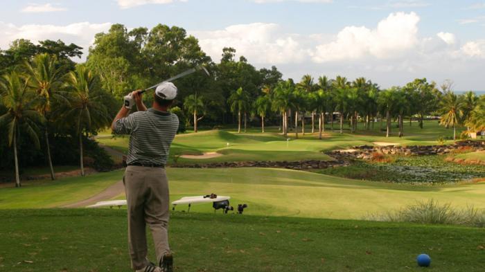 Ilustrasi bermain golf.