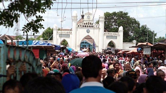 GREBEG MAULUD - Suasana perayaan Grebeg Maulid Nabi di Keraton Surakarta, Selasa (20/11/2018).