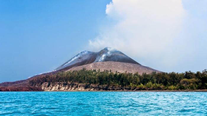10 Fakta Menarik Gunung Anak Krakatau yang Kembali Erupsi Baru-baru Ini - Tribun Travel